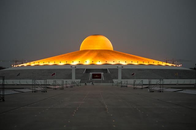 Chedi of Wat Phra Dhammakaya at night